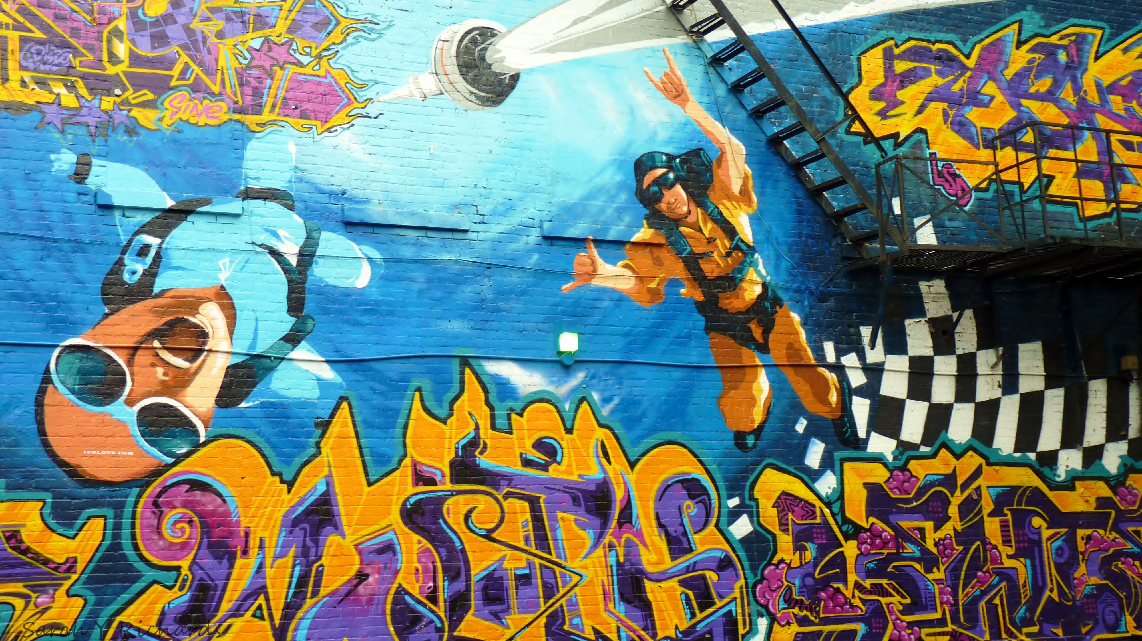 Uno de los graffitis en la calle Queen Street West.